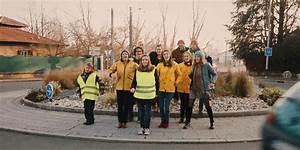 Gilets Jaunes Chanson : gilets jaunes une artiste fait le buzz avec son clip tourn sur un rond point ~ Medecine-chirurgie-esthetiques.com Avis de Voitures