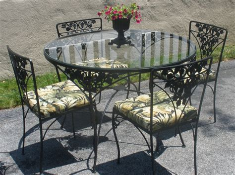 Wrought Iron Table 4 Chairs Cushions. Woodard. Grapes