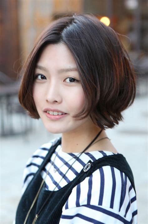 korean hairstyle  pretty center parted bob haircut