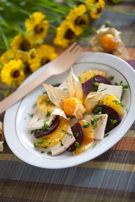 Ceptu biešu salāti ar marinētu tofu   Bioloģiski