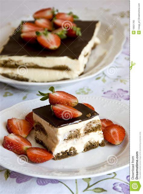 dessert de tiramisu avec des fraises photo libre de droits image 18921765
