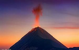 Albert Dros photo shows Fuego Volcano spewing ash | Daily ...