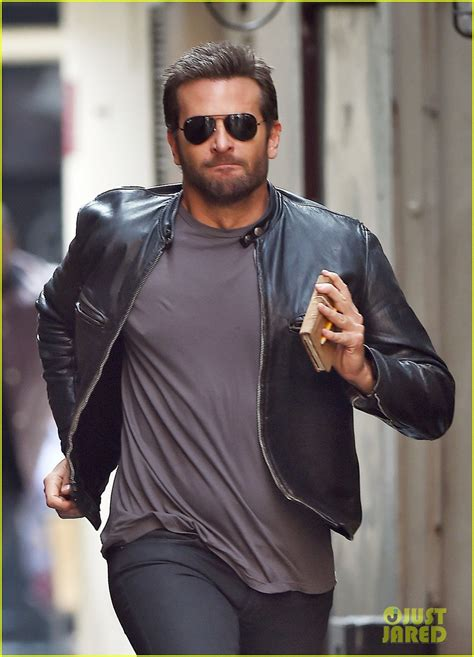 Bradley Cooper Makes A Mad Dash Down The Street For His Latest Film! Photo 3172350 Bradley