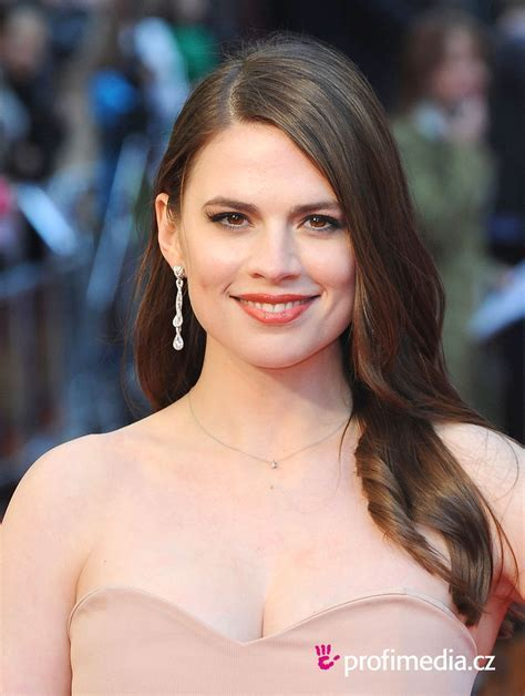 Hayley Atwell     hairstyle   easyHairStyler