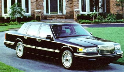 lincoln town car review
