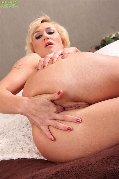 Short Haired Blonde Milf Lenny Gets Naked And Masturbates