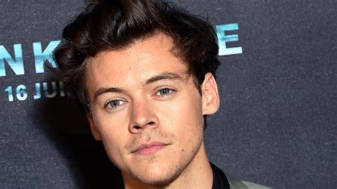 Alasan Harry Styles Dinobatkan Menjadi Pria Tertampan Di