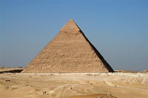 infos sur pyramide arts et voyages