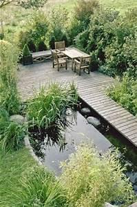 Kleiner Bachlauf Garten : wasser im garten ein kleiner begehbarer teich mit steg ~ Michelbontemps.com Haus und Dekorationen