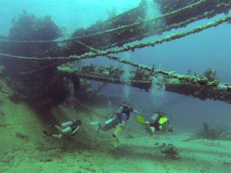 scuba diving antilla wreck aruba