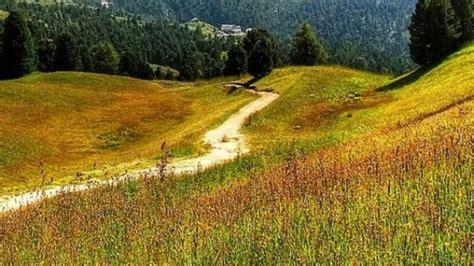 Satul românesc în care o casă costă cât un salariu mediu ...