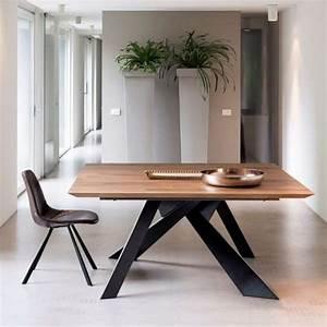 Table Bois Massif Metal : table design carr e en bois massif avec pieds en m tal finition industrielle toledo 4 ~ Teatrodelosmanantiales.com Idées de Décoration