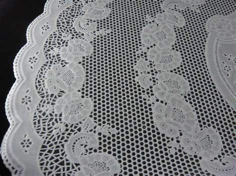"24"" PLASTIC LACE TABLE MATS DOILIES ROUND PLACEMAT   eBay"