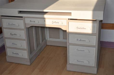 bureau repeint rétrospective meubles peints au coeur de