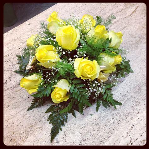fiori per fiori per anniversario nozze oro quali fiori regalare