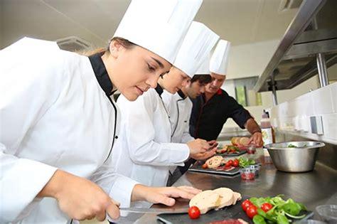 salaire chef cuisine devenir cuisinier de collectivité salaire formation cap
