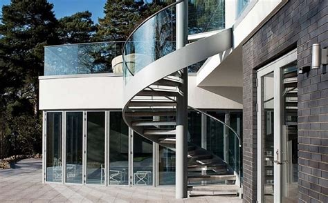 Outdoor Spiral Staircase Designs To Complement The House Exterior