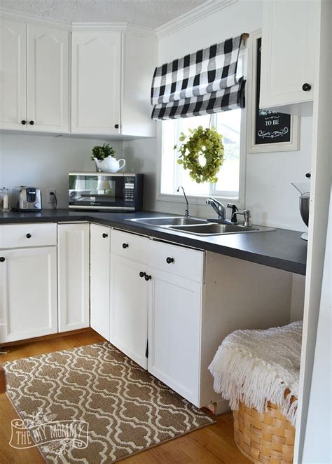 white cottage kitchen a budget friendly black and white country cottage 1018