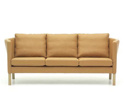 restaurer un canapé en cuir canapé scandinave model av 59 3 places en cuir 22