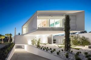 Front, Facade, Design, Of, An, Imposing, Modern, House, By, Visioarq