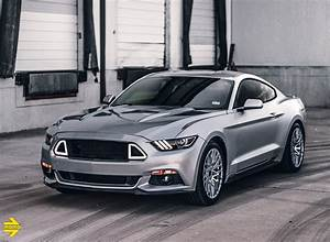 Iconic Silver Ford Mustang With MOMO Catania Wheels - MOMO
