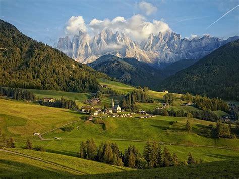 picture of dolomite mountain range italy the amazing pics