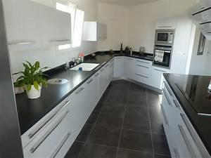 emejing deco cuisine gris plan de travail ardoise With cuisine grise avec plan de travail noir