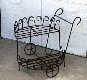 Petite Etagere Metal : tag re en fer forg pour une d co pleine de caract re ~ Teatrodelosmanantiales.com Idées de Décoration