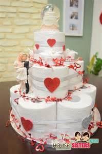 hochzeitstag idee housesisters diy hochzeitstorte als geschenk hochzeitsgeschenk torte aus klopapier