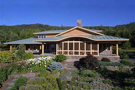 prairie style house plan 3 beds 2 5 baths 2979 sq ft