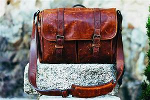 Comment Nettoyer Du Cuir : traitement et nettoyage cuir comment nettoyer son sac en cuir ~ Medecine-chirurgie-esthetiques.com Avis de Voitures