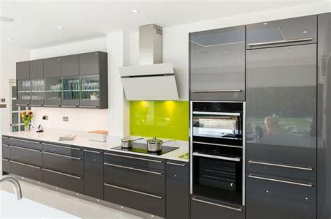 cuisine verte et grise cuisine gris anthracite 56 idées pour une cuisine chic