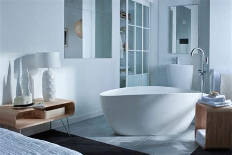 chambre baignoire intérieurs lumineux n 4 la baignoire dans la chambre