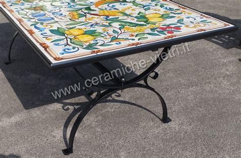 piastrelle ceramica vietri tavolo con piastrelle di vietri uva e limoni ceramiche