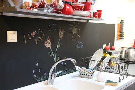 cuisine en noir un tableau noir dans ma cuisine
