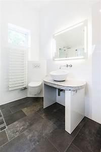 Fliesen Bad Weiß : bad mit waschtisch aus mosaikfliesen fliesen weigelt ~ Markanthonyermac.com Haus und Dekorationen