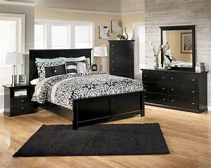 Making an amazing bed room with black bedroom furniture for Black bedroom furniture sets
