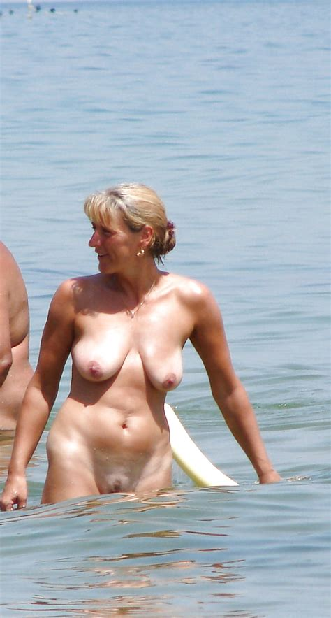 hot And Sweaty Amateur mature Beach Babes 25 pics