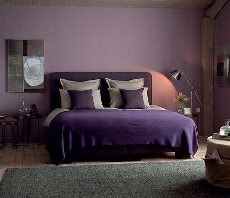 chambre adulte violet la chambre pourpre dans cette chambre chic le violet se