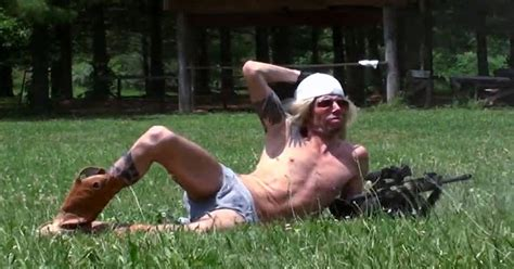 20 Hilarious Photos of Rednecks and Their Guns [PICS]