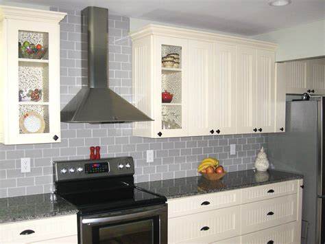 light grey kitchen cabinets what color walls with white