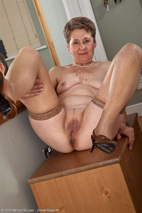 60 Year Old Dee Shows Off Her Shaven Mature Pussy Pichunter