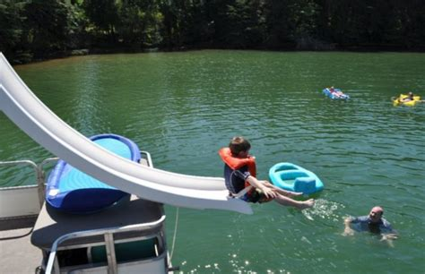 If you want to make the most of your lake vacation, then rent our watercraft! Parrot Cove Offers Houseboat Rentals On Smith Mountain Lake