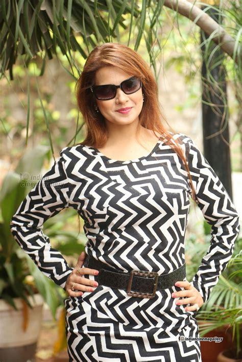 Saloni Aswani Actress Photos Stills Gallery