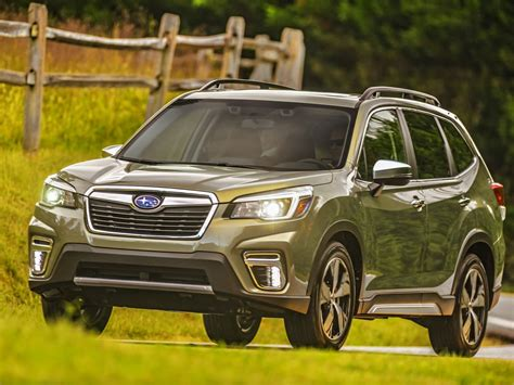 subaru forester  review kelley blue book
