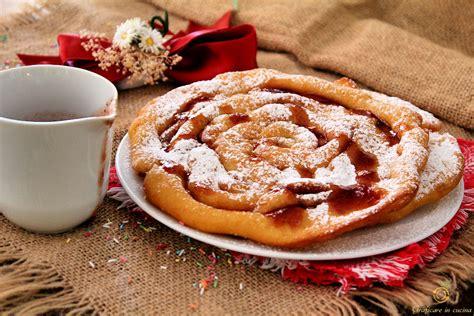 ladario forma di ladina strauben ricetta dolce tirolese fatto con un imbuto e
