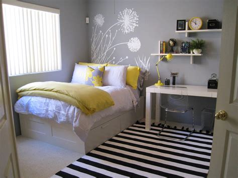 decorating small bedroom spacious best 25 small bedrooms ideas on