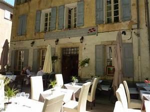 cotignac restaurants en provence autour de brignoles With decoration terrasse de jardin 17 le clos des palmiers les chambres lorientale