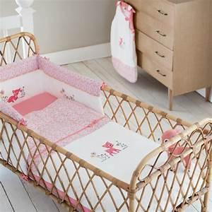 Parure Lit Bebe Fille : linge de lit enfant comment le choisir portail parents ~ Teatrodelosmanantiales.com Idées de Décoration
