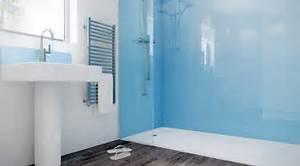Glasscheibe Für Dusche : glas statt fliesen im bad pflegeleicht und dekorativ ~ Lizthompson.info Haus und Dekorationen